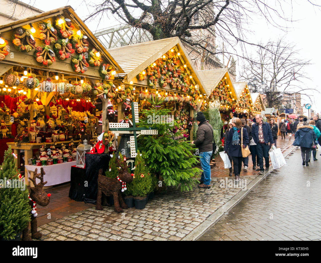 Christmas shoppers shopping at the annual Christmas market in the roman city of Chester England - Stock Image