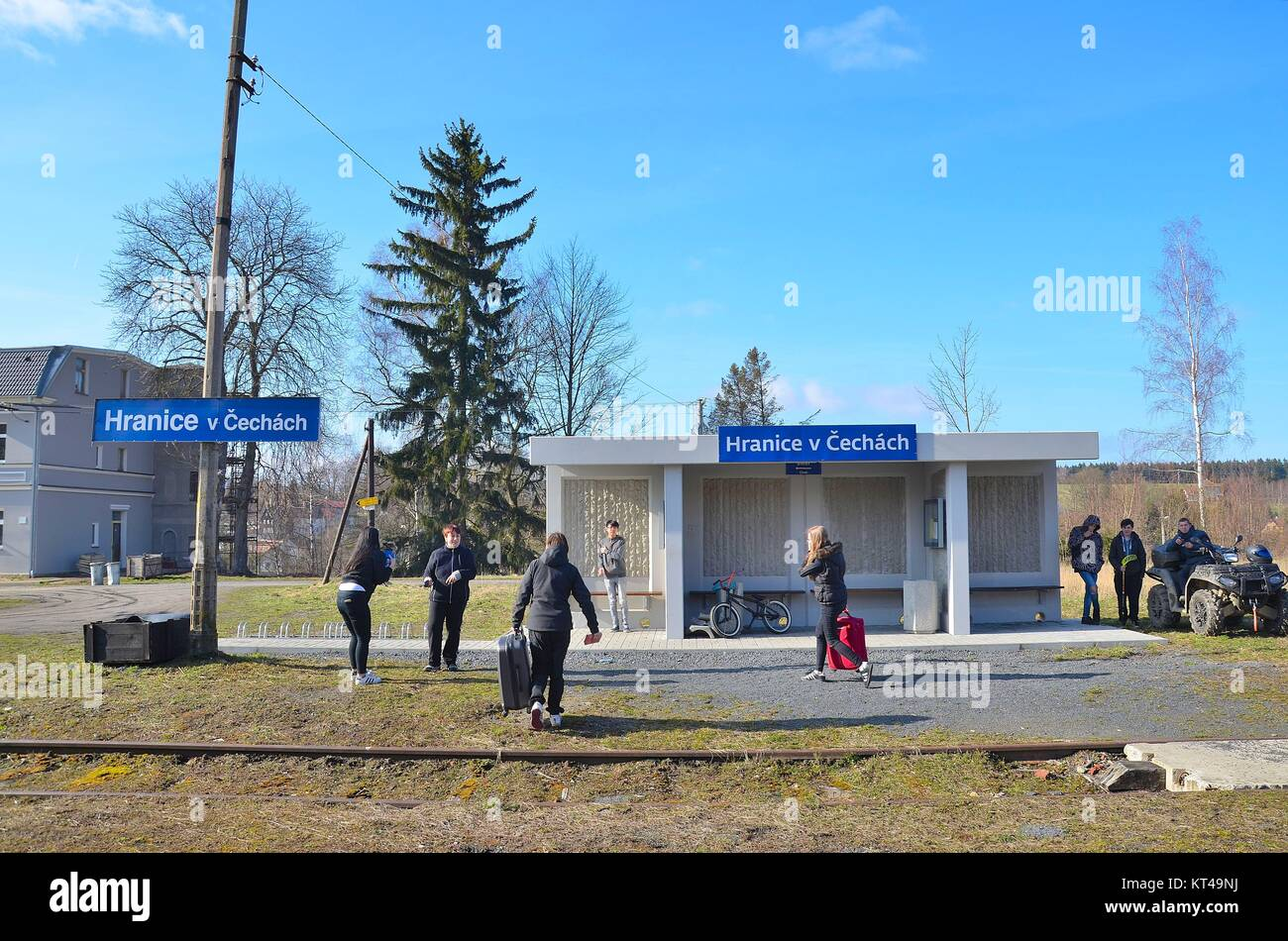 The border town Hranice u Aše (Rossbach) in the Czech Republic: People after arriving by train - Stock Image