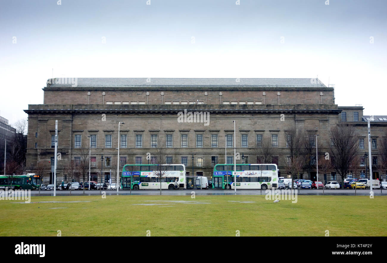 Caird Hall from Mary Slessor Gardens, Dundee - Stock Image