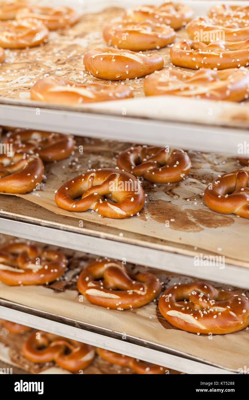 Cooked pretzel on a rack - Stock Image