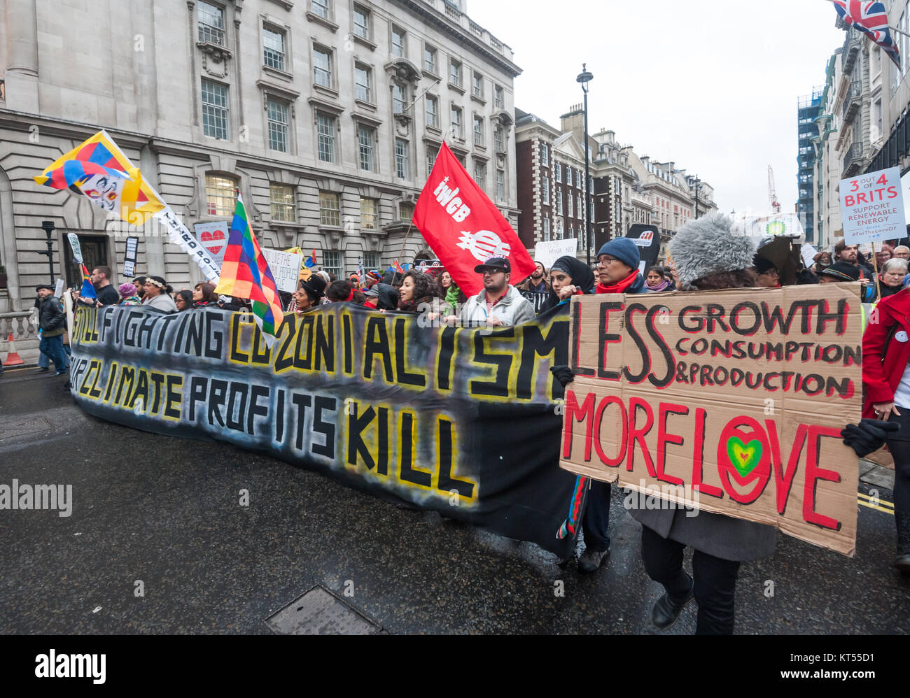 The banner of the Global Frontlines bloc in Pall Mall,  'Still Fighting CO2onialism - Your Climate Profits Kill' - Stock Image