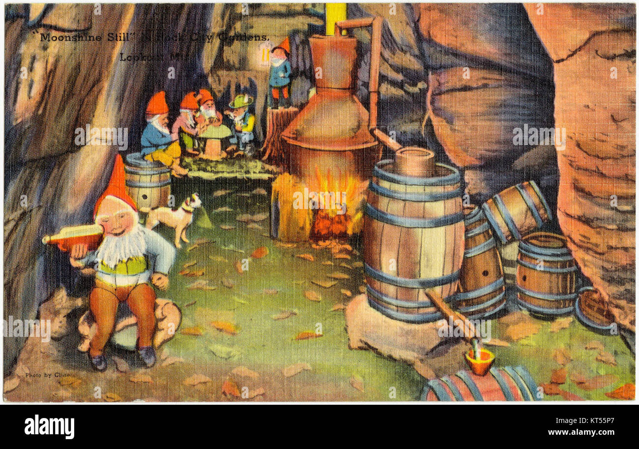 Moonshine Still in Rock City Gardens, Lookout Mt (65433) - Stock Image