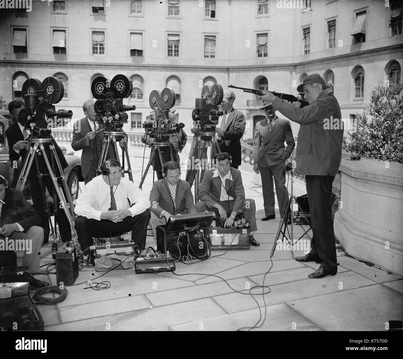 News Cameramen Black and White Stock Photos & Images - Alamy