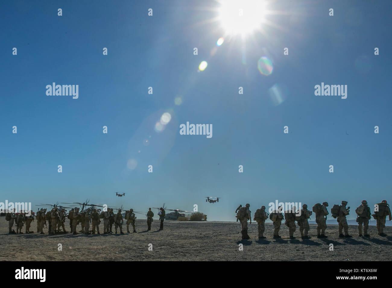 U.S. Marines with 2nd Battalion, 5th Marine Regiment, 1st Marine Division (MARDIV), standby to board an MV-22 Osprey - Stock Image