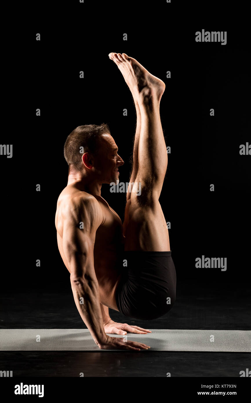 Man standing in yoga position - Stock Image