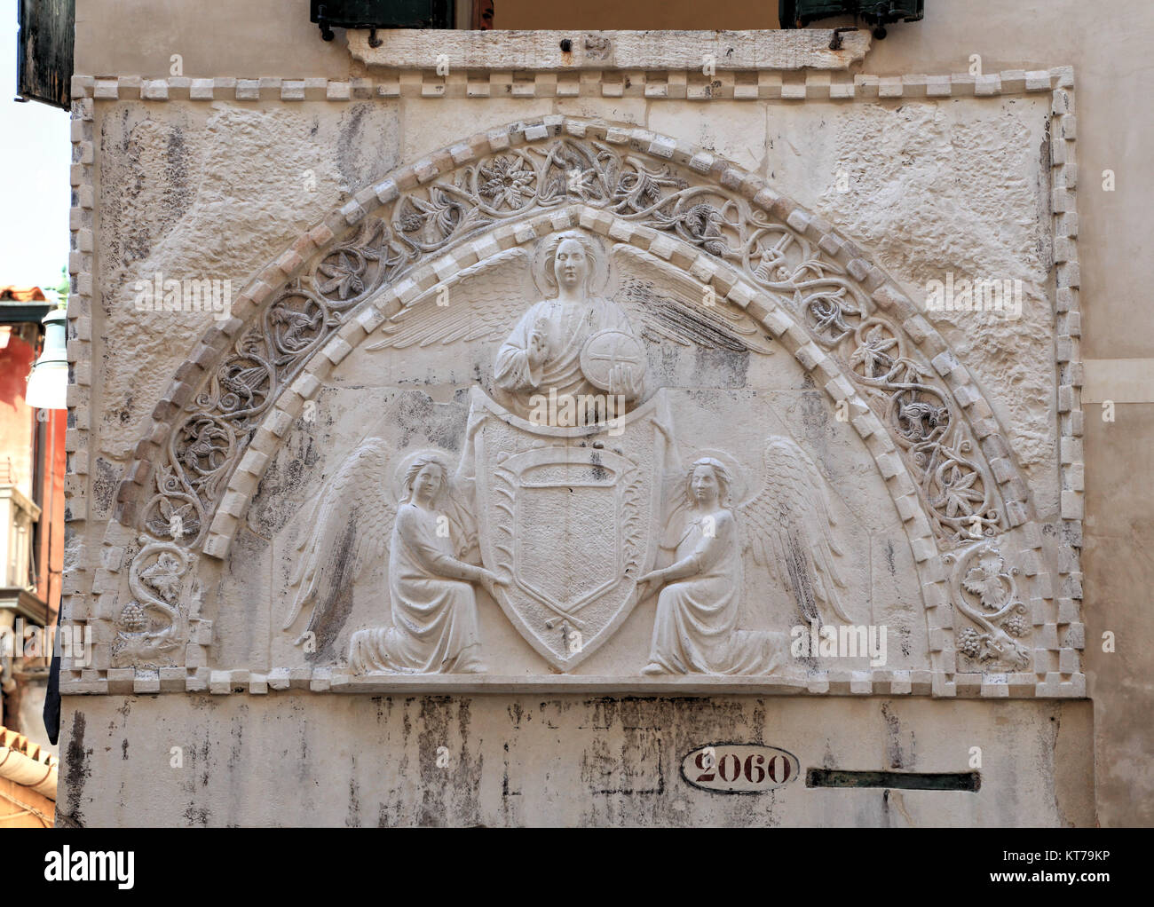 Tympanum bas relief at the water portal of Palazzo Agnusdio - Stock Image