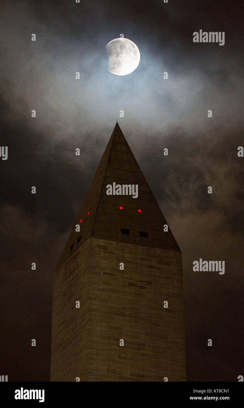 A perigee full moon, or supermoon, is seen behind the Washington Monument during a total lunar eclipse on Sunday, - Stock Image