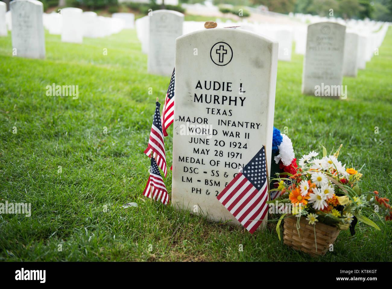 audie murphy grave stock photos audie murphy grave stock images