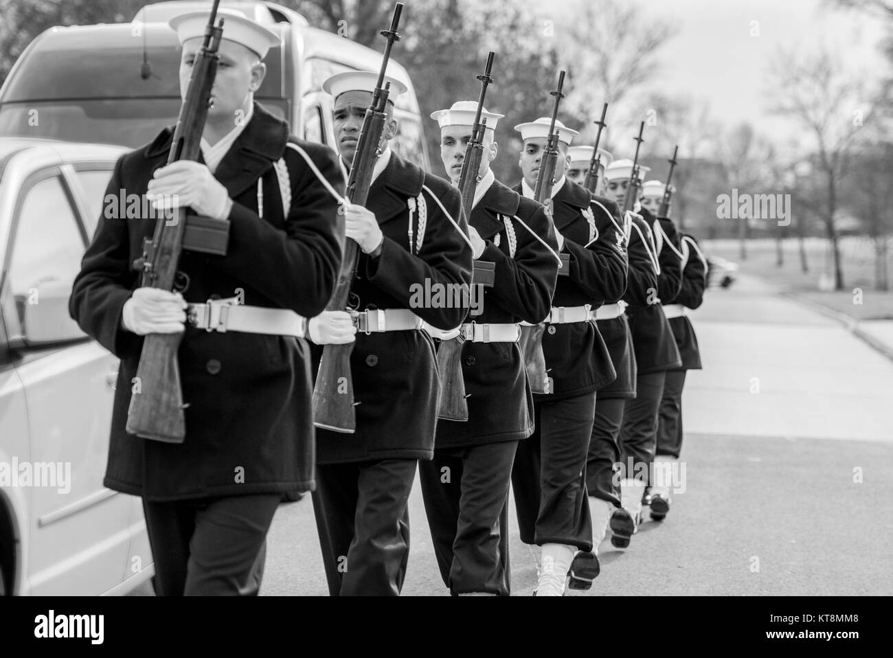 The Us Navy Ceremonial Guard Firing Party Participate In The - Us-navy-ceremonial-guard