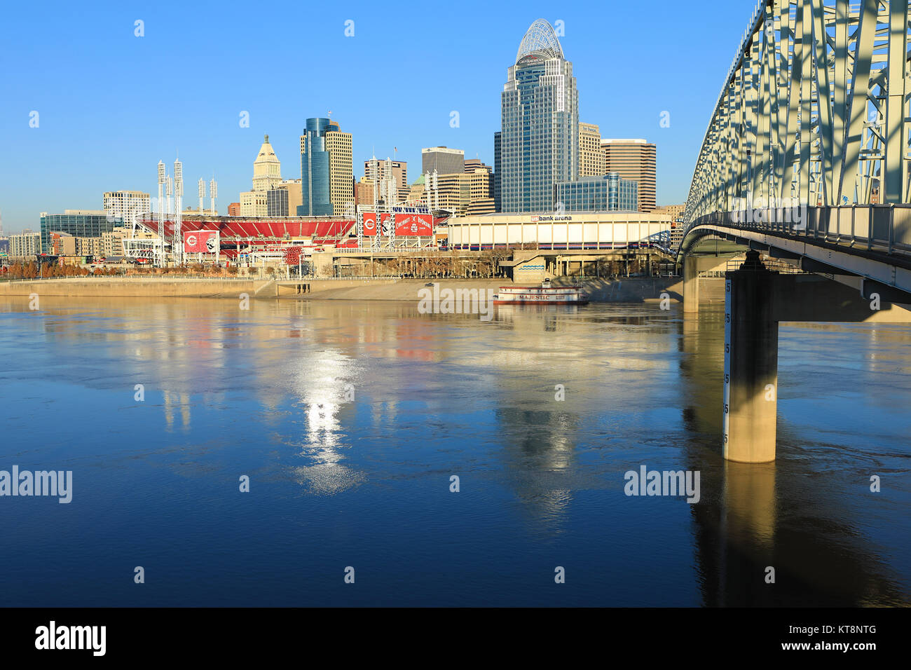 The Great American Ballpark in Cincinnati with Ohio River in front - Stock Image