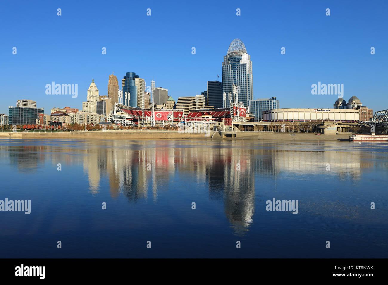 The Great American Ballpark in Cincinnati across the Ohio River - Stock Image