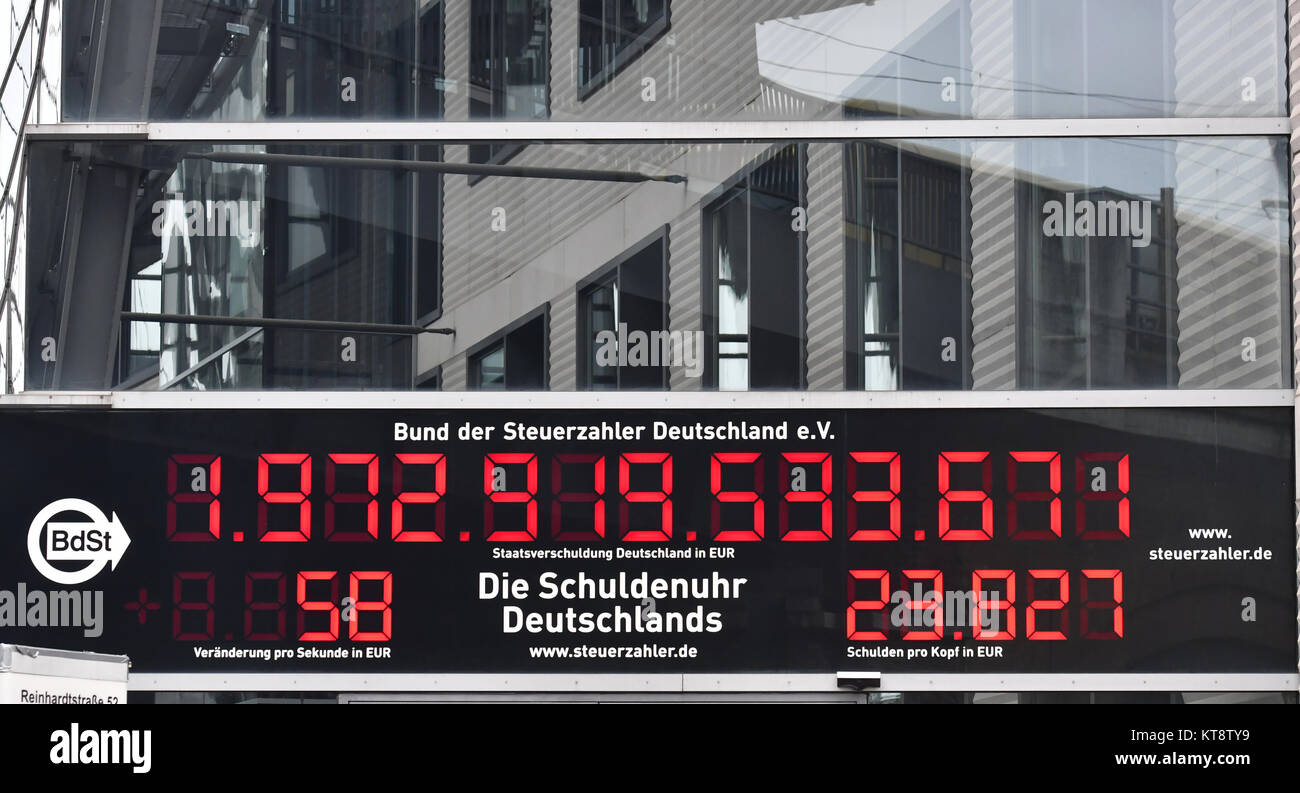 The public debt clock of the German Taxpayers' Association counts debt in Berlin, Germany, 22 December 2017. - Stock Image