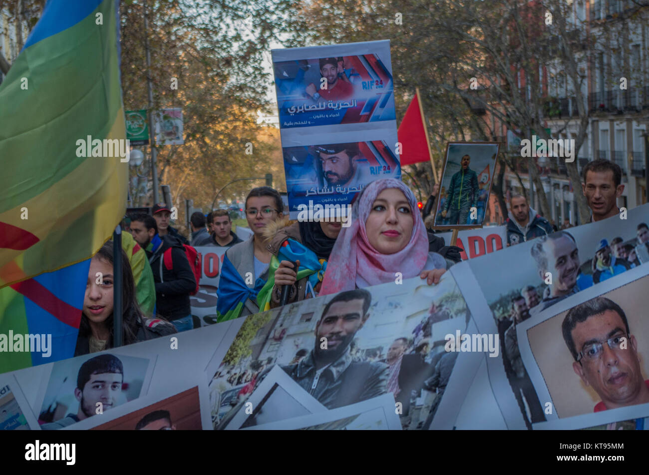 Madrid, Spain. 23rd Dec, 2017. Hundreds of Moroccan people protested in Madrid asking for freedom for the more than Stock Photo