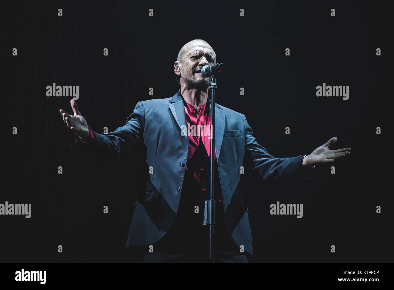Turin, Italy. 21st Dec, 2017. Italy, 2017 December 21st: The Italian singer and song writer Biagio Antonacci performing Stock Photo