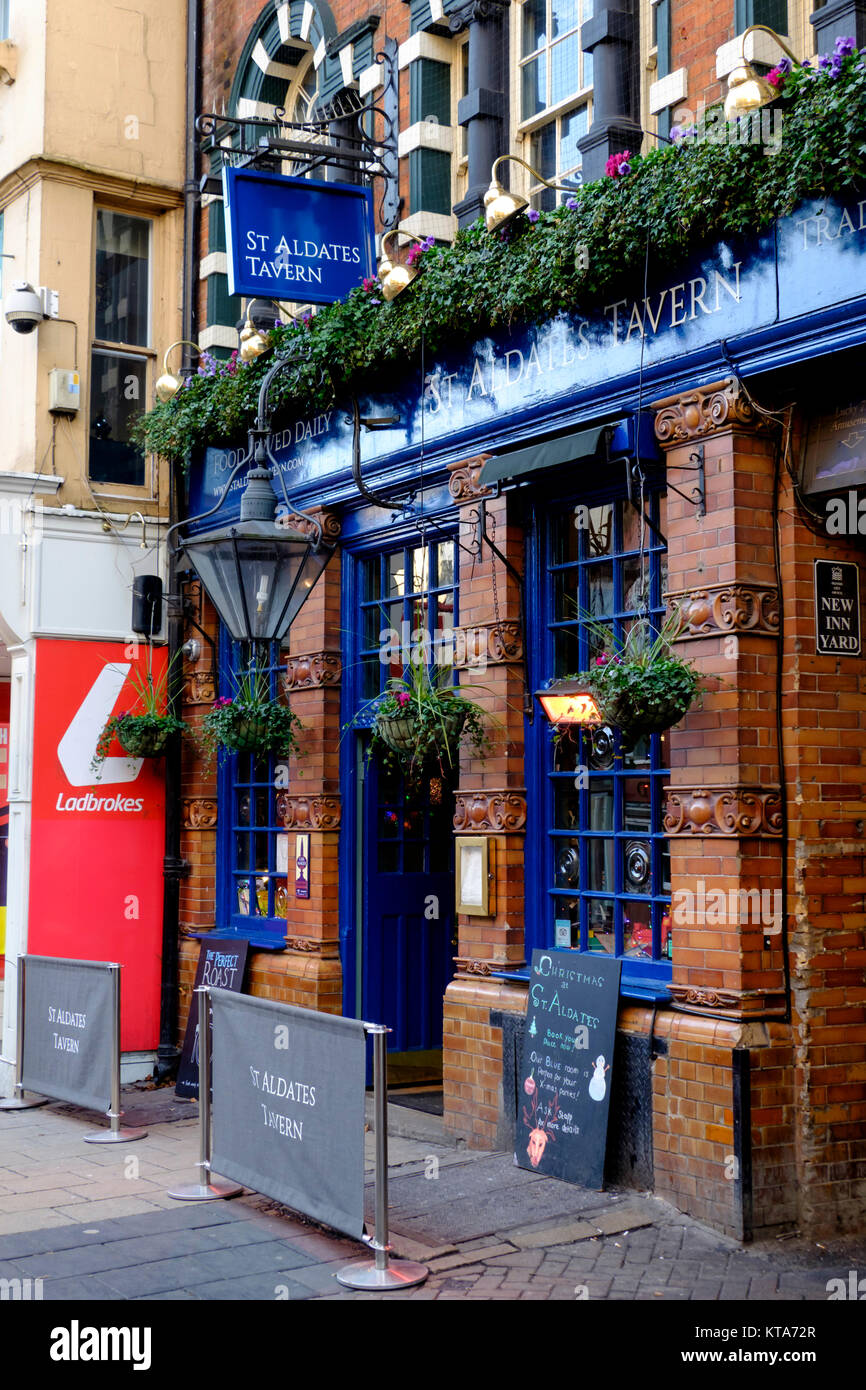 Around the University City of Oxford December 2017 St aldates Tavern Stock Photo