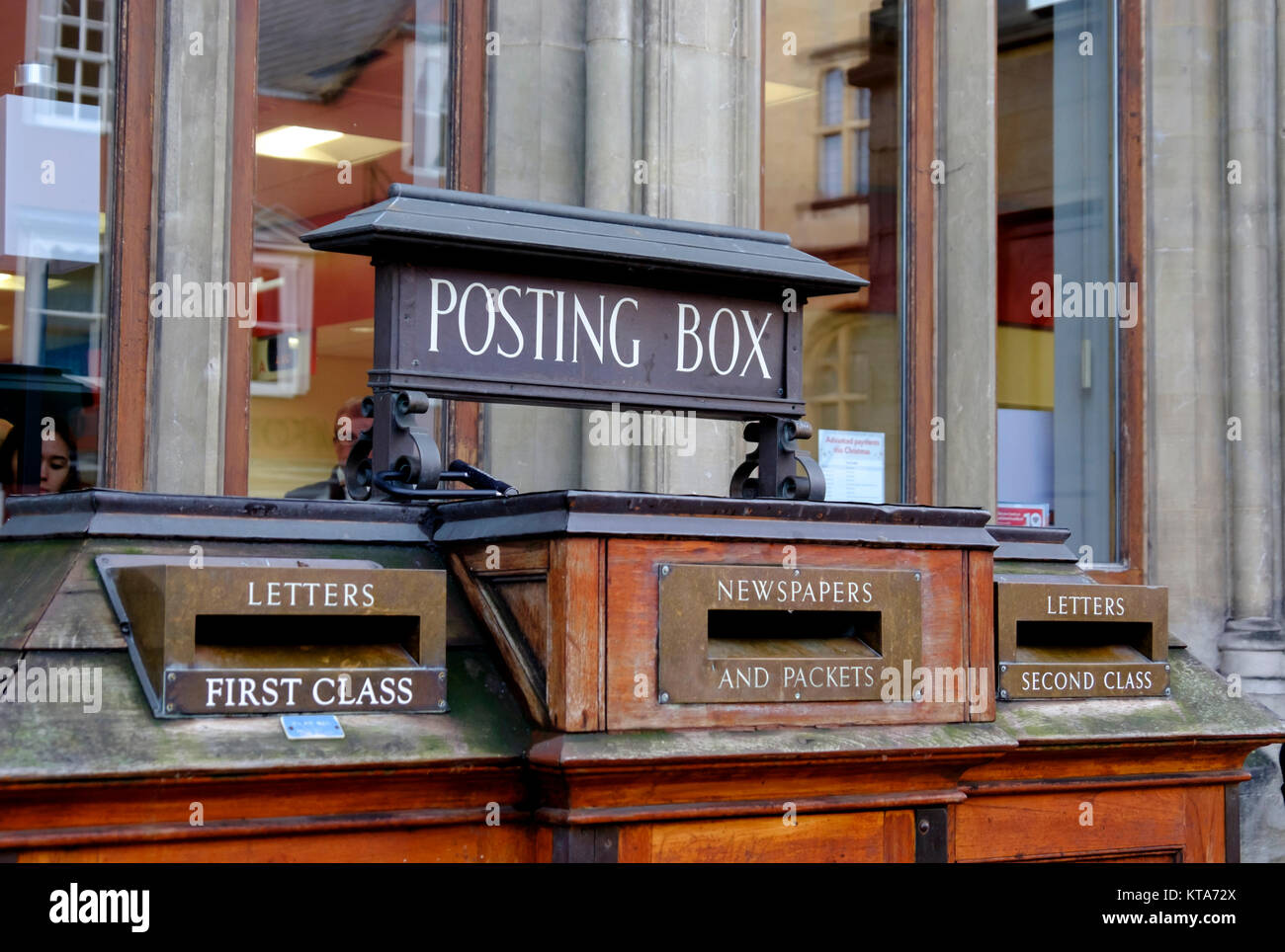 Around the University City of Oxford December 2017 Posting box Stock Photo