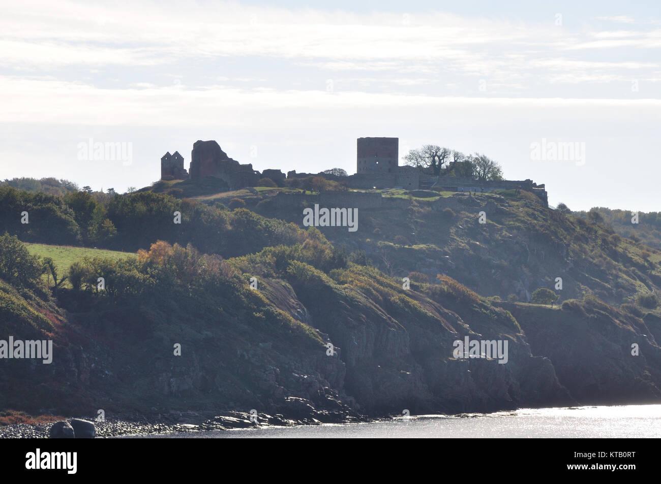 Blick auf die berühmte Burgruine Hammershus (einer der größten zusammenhängenden Burgruinen-Komplexe Nordeuropas) Stock Photo