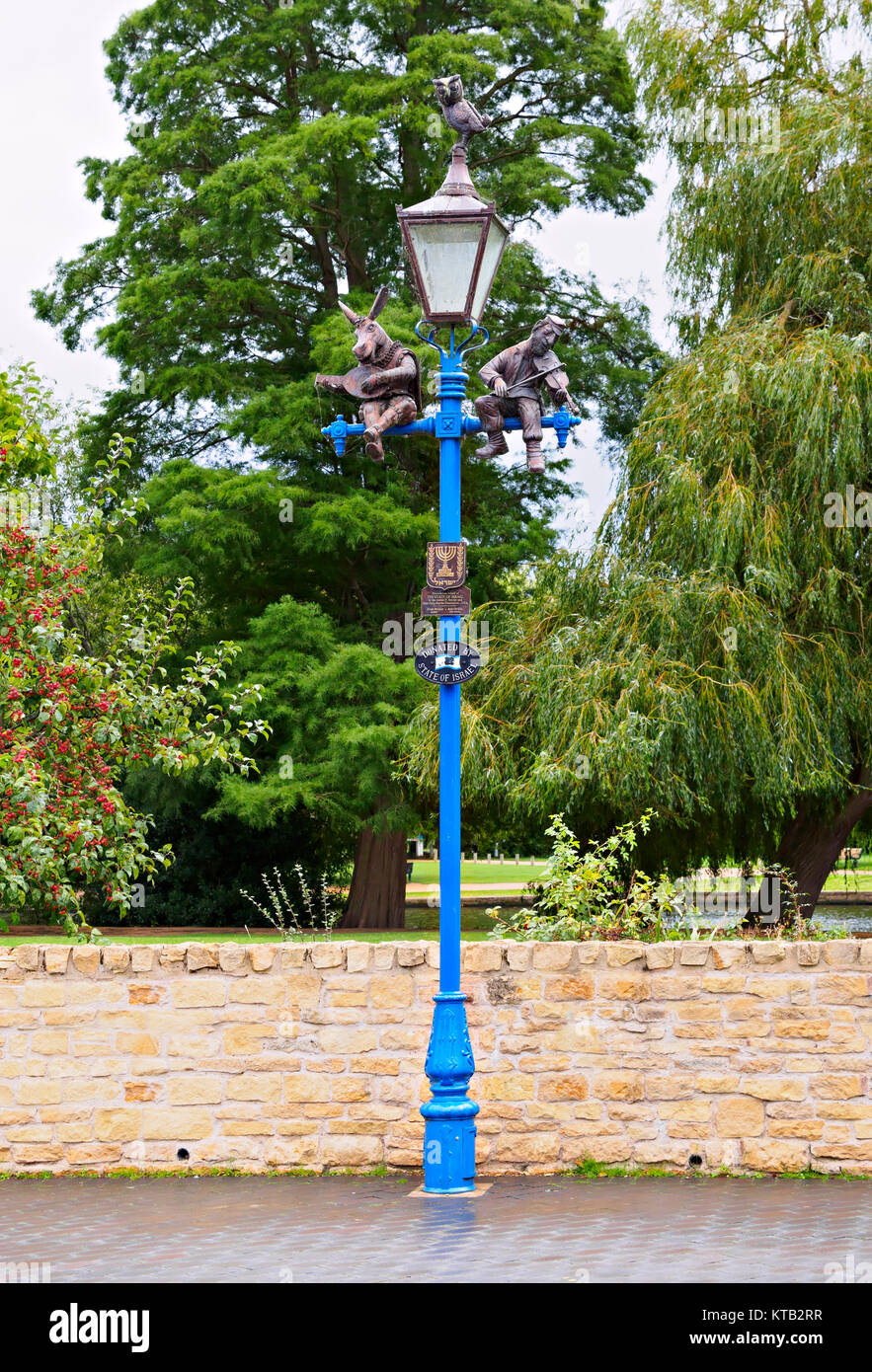 Lamp post, Stratford-upon-Avon, Warwickshire. The Fiddler, the Mandolin Donkey, and the Owl is one of the International - Stock Image