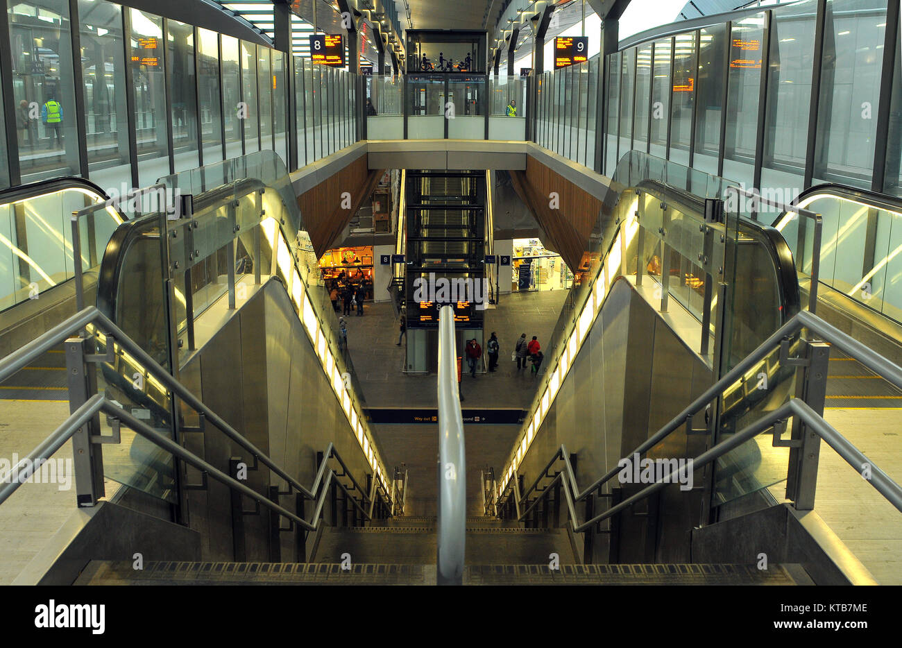 the staircases and escalators at the new London bridge railway station. Network rail infrastructure improvements - Stock Image