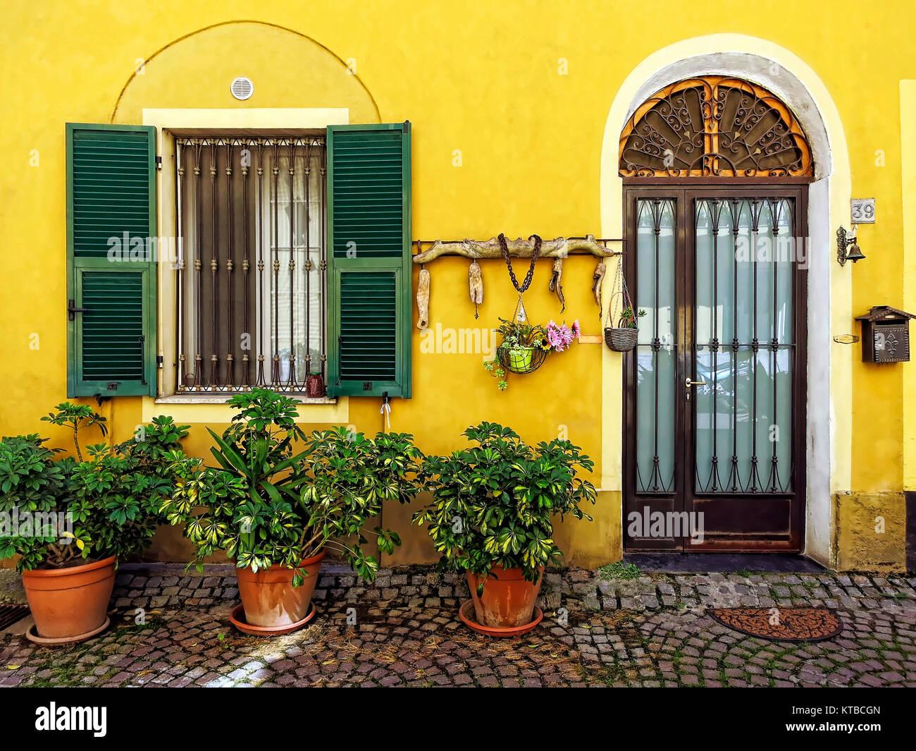 Gelbe Hausfassade In Badalucco Stock Photo 169896405 Alamy