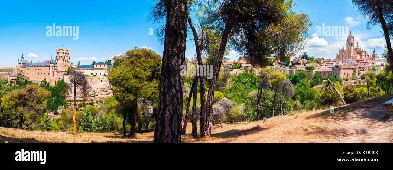 Panorámica del Alcázar y catedral de Segovia. Castilla León. España. Ciudad patrimonio de la - Stock Image
