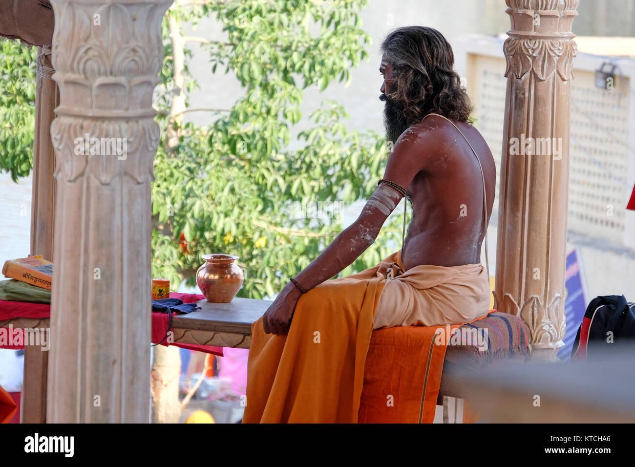 An Indian Holy man (Sadhu, Saddhu) at the Ghats, Pushkar, Rajasthan,India - Stock Image
