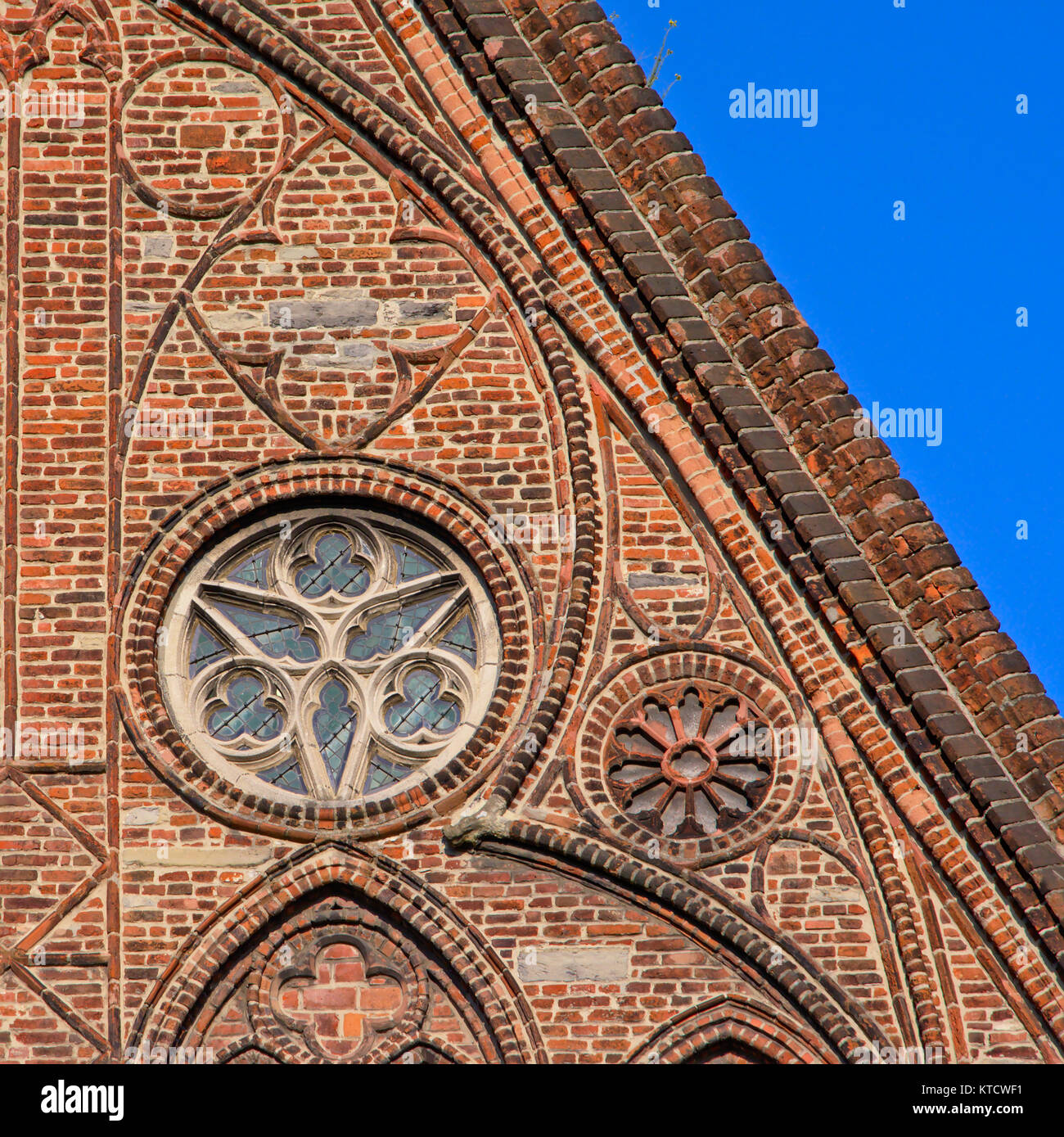 https://c8.alamy.com/comp/KTCWF1/rosette-window-and-decorated-brick-wall-part-of-the-gothic-church-KTCWF1.jpg