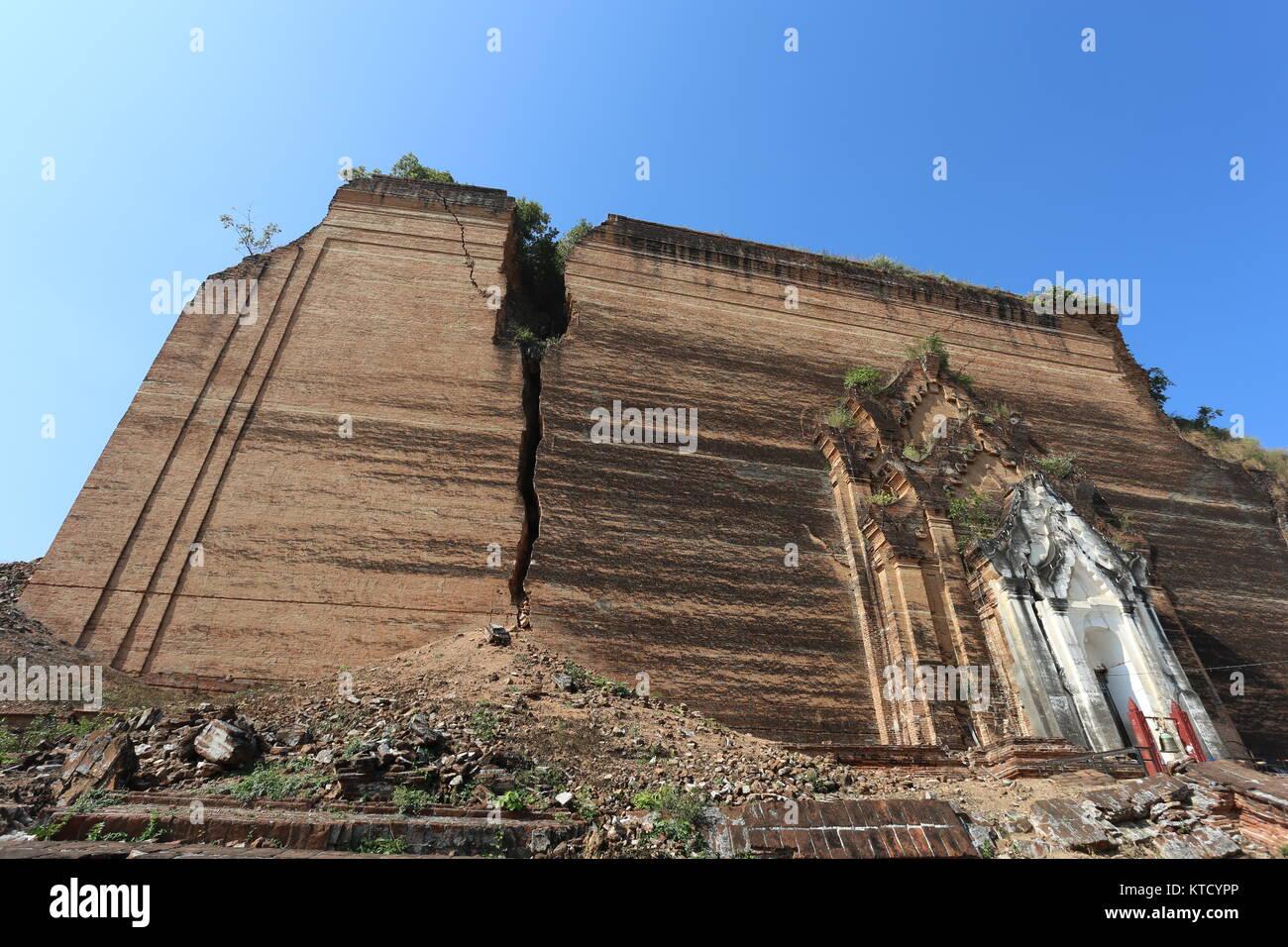 The unfinished Stupa of Mingun (Pahtodawgyi), aka the largest pile of bricks, was left incomplete by King Bodawpaya - Stock Image