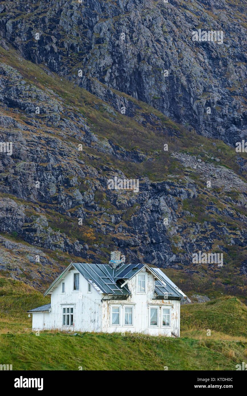Old, derelict white house, Hovden, Bo, Langoya, Nordland, Norway - Stock Image