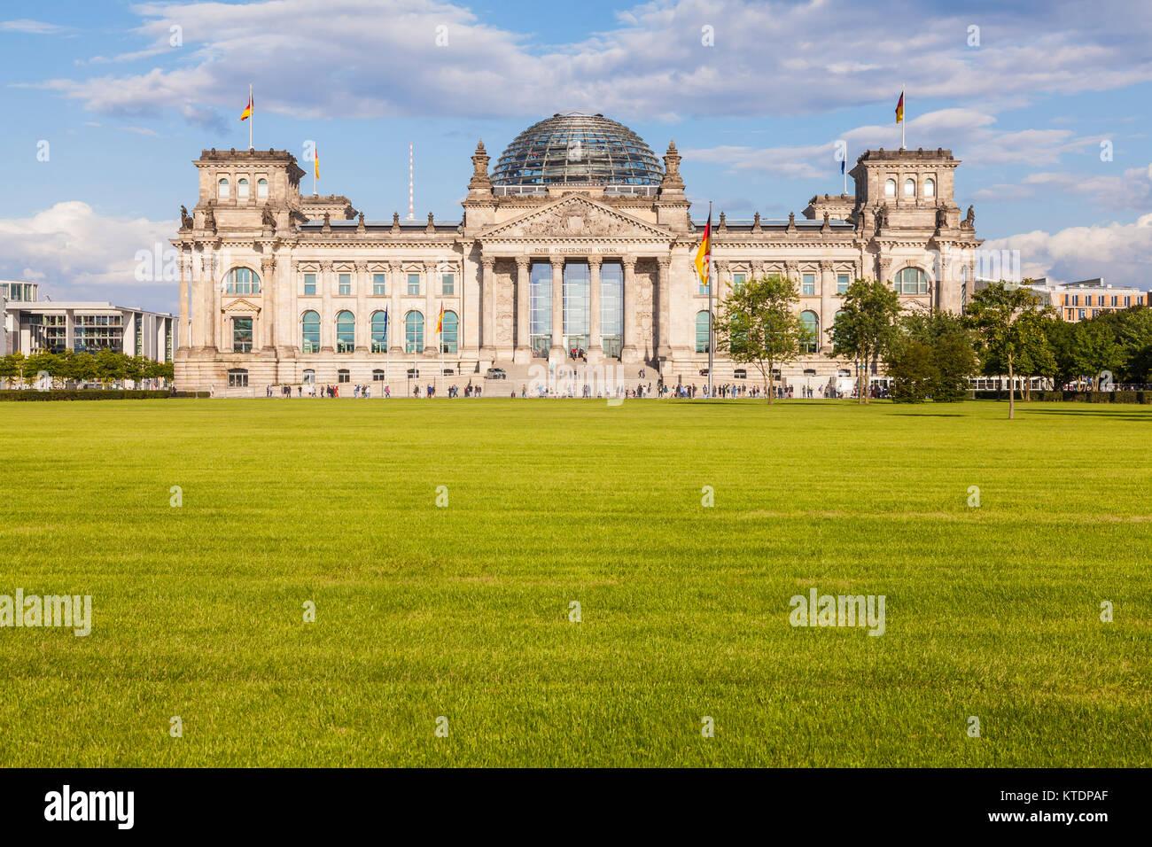 Deutschland, Berlin, Stadtmitte, Park, Deutscher Bundestag, Reichstag, Reichstagsgebäude, Reichstagskuppel, - Stock Image