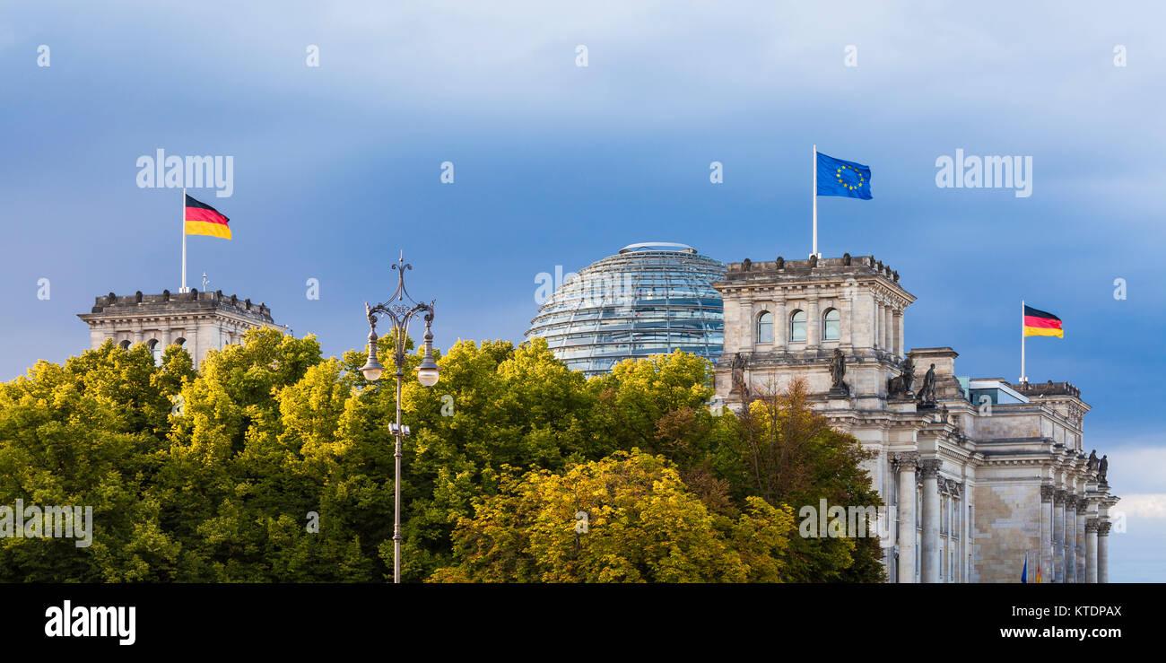Deutschland, Berlin, Stadtmitte, Deutscher Bundestag, Reichstag, Reichstagsgebäude, Reichstagskuppel, Kuppel, - Stock Image
