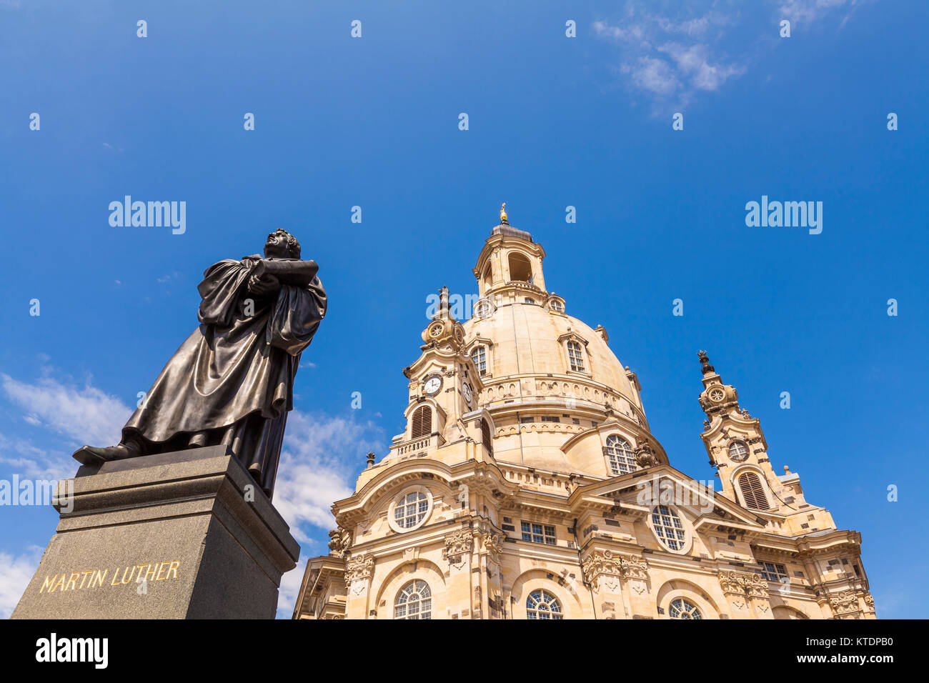 Deutschland, Sachsen, Dresden, Neumarkt, Standbild Martin Luther, Luther-Denkmal, Frauenkirche, Kuppel - Stock Image