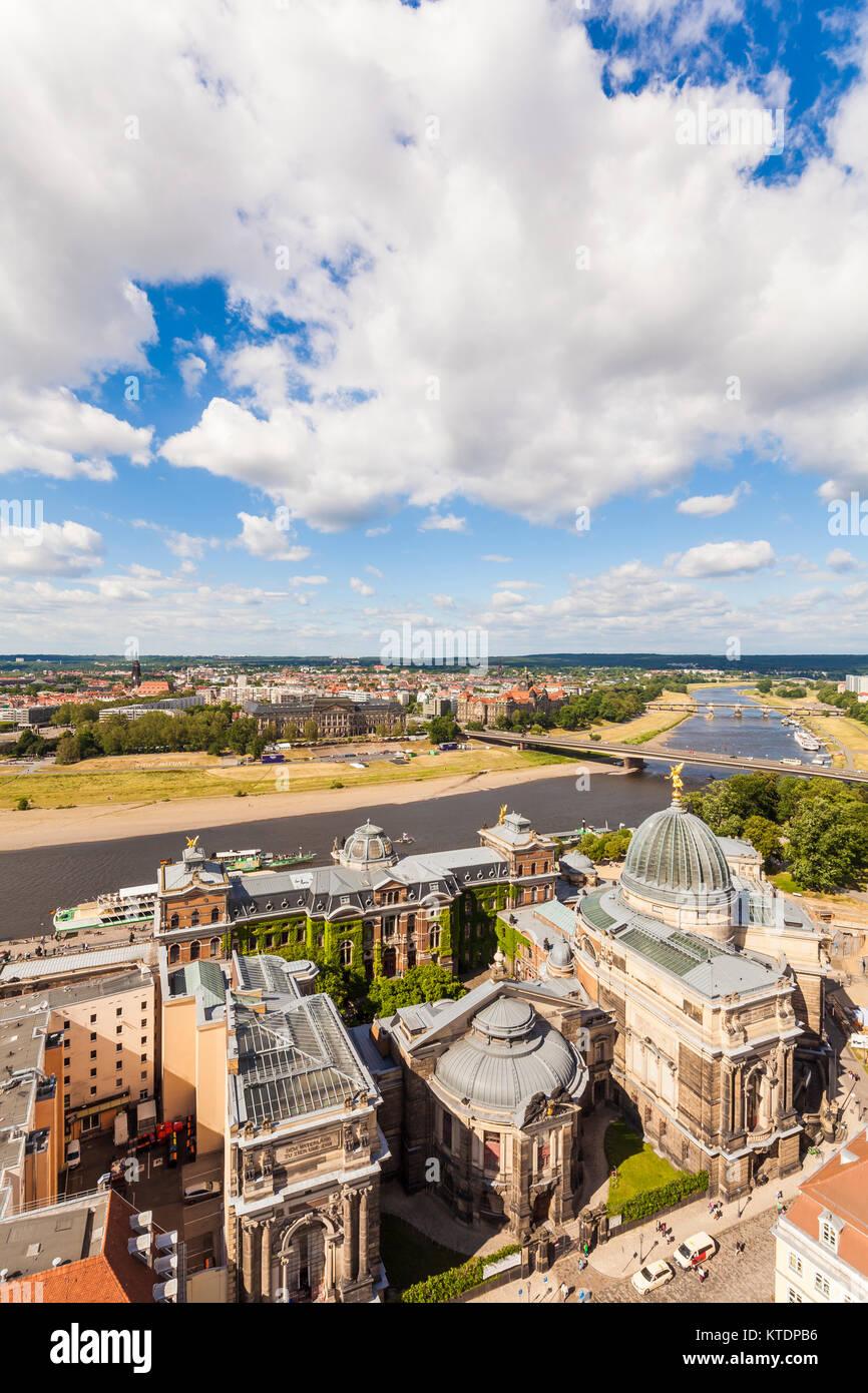 Deutschland, Sachsen, Dresden, Elbe, Stadtansicht, Blick über die Kunstakademie zum Stadtteil Neustadt - Stock Image