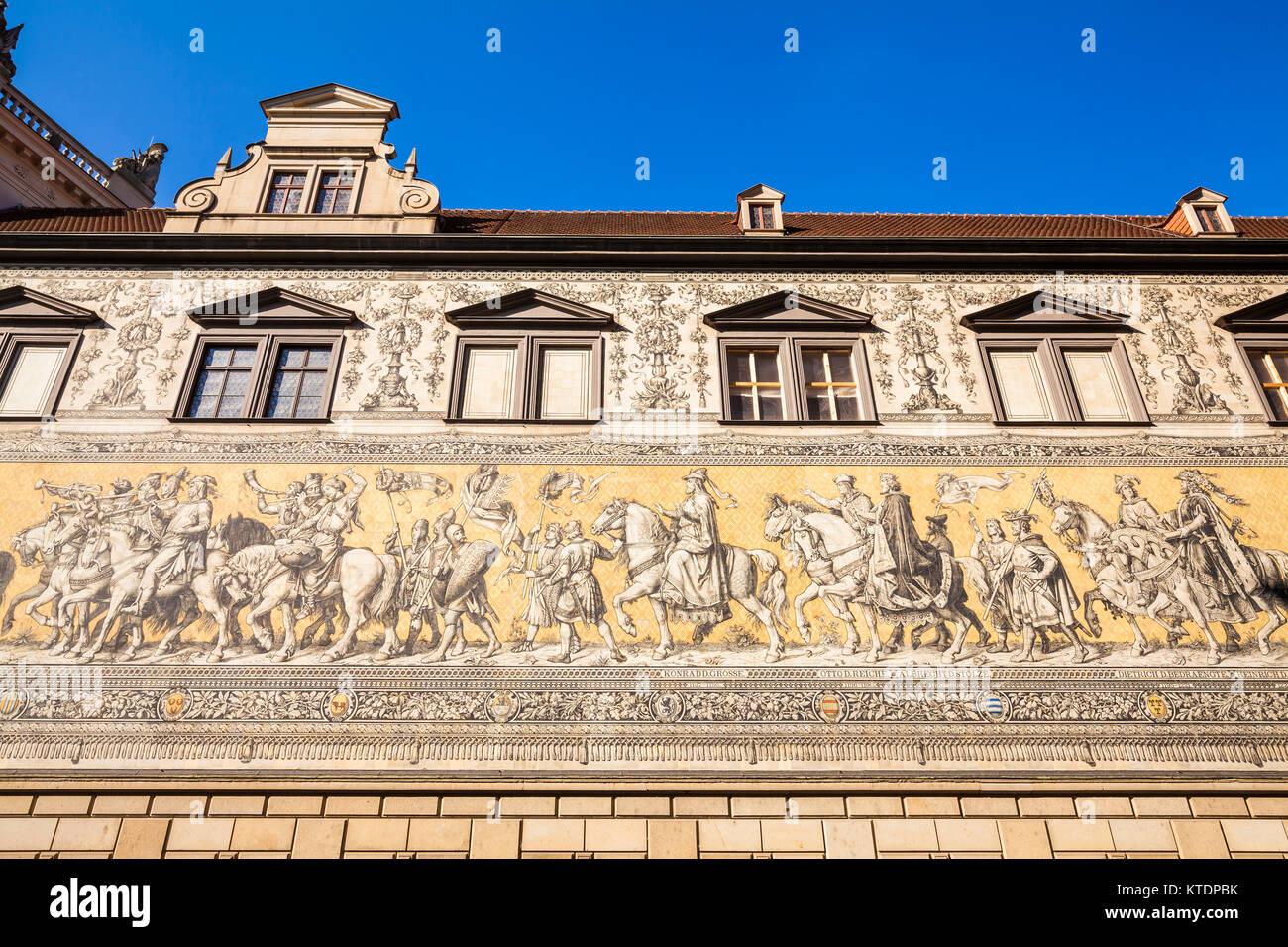 Deutschland, Sachsen, Dresden, Fürstenzug, Bild eines Reiterzuges, Fliesen aus Meißner Porzellan - Stock Image