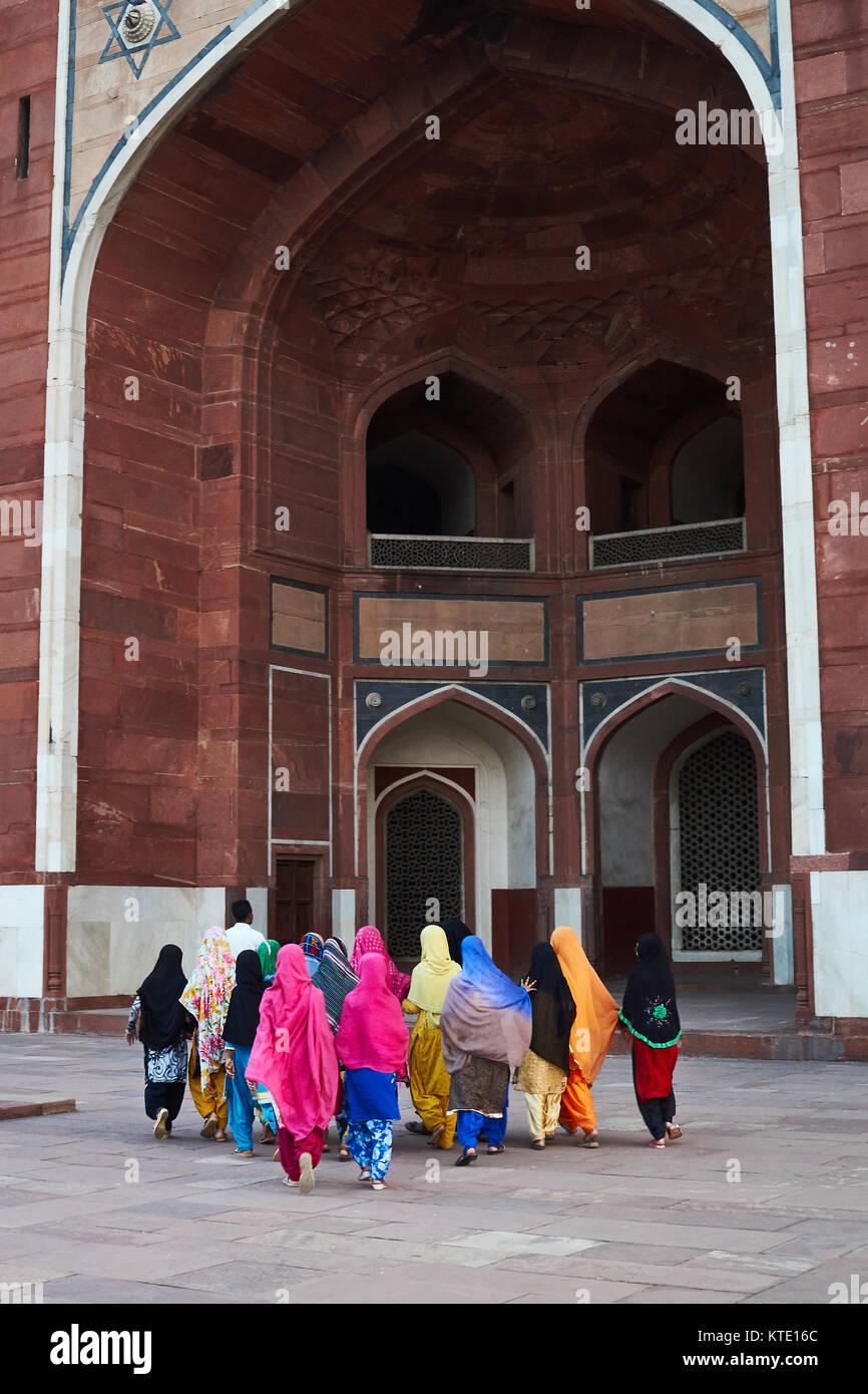 Indian girls visiting Humayuns tomb, New Delhi, India Stock Photo