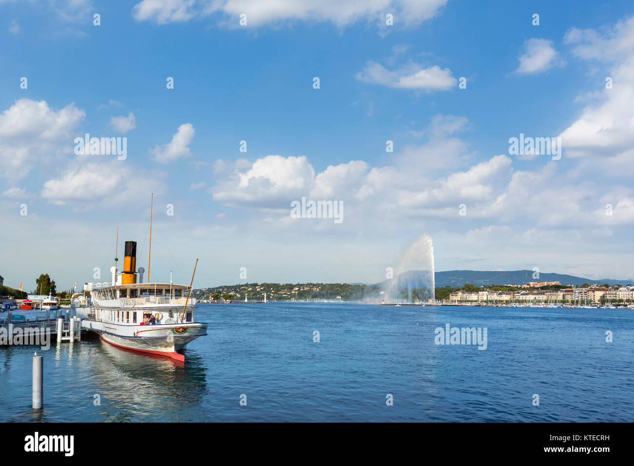 Lakefront looking towards the Jet d'Eau, Geneva (Geneve), Lake Geneva, Switzerland - Stock Image
