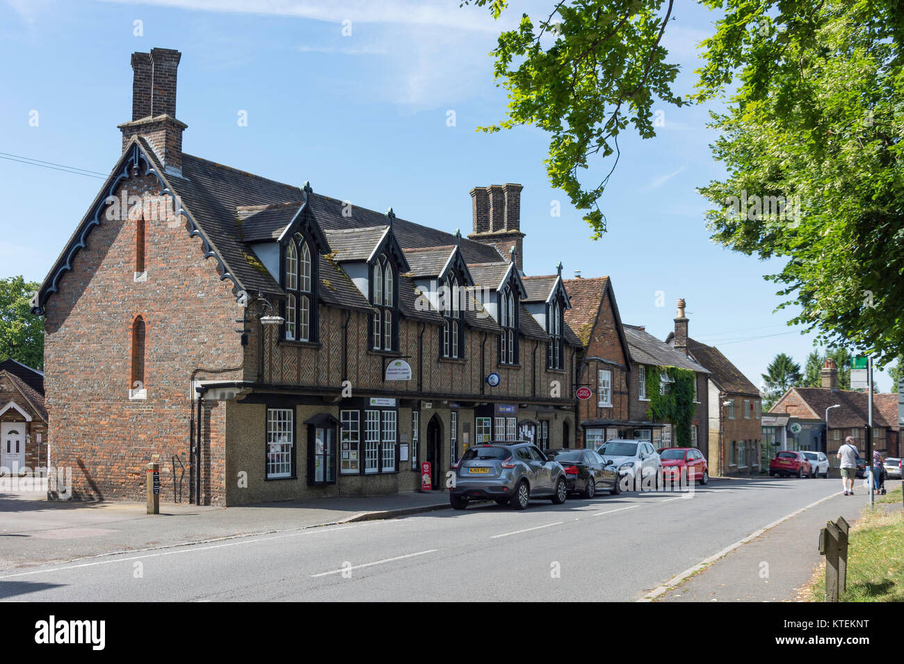 Beacon Villages Community Library and Post Office , High Street, Ivinghoe, Buckinghamshire, England, United Kingdom - Stock Image