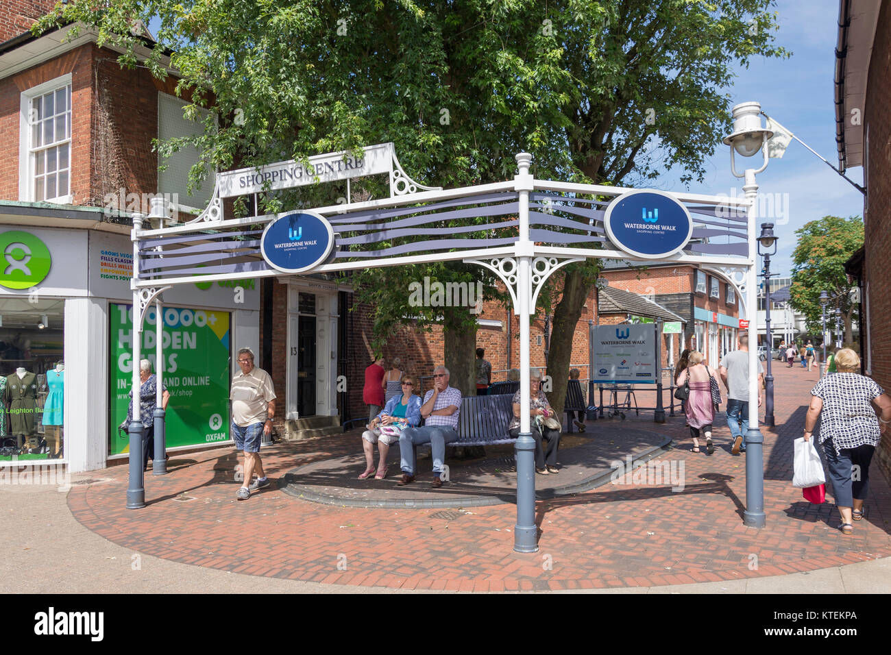 Entrance to Waterborne Walk Shopping Centre, High Street, Leighton Buzzard, Bedfordshire, England, United Kingdom - Stock Image