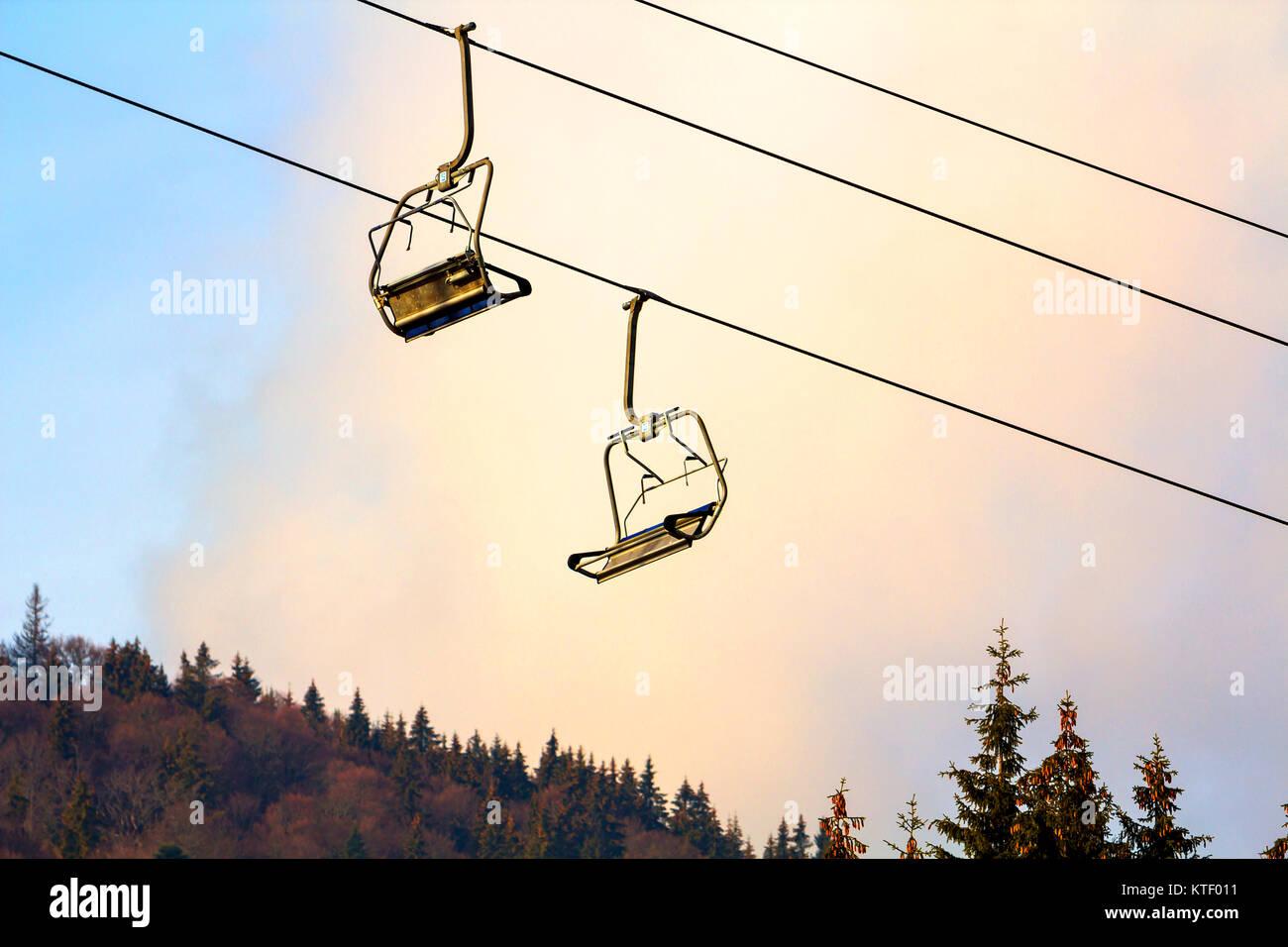 Ski lift with empty seats in ski resort Stock Photo: 169974365 - Alamy