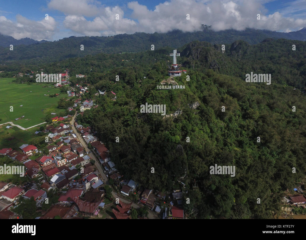 Huge Jesus cross in the city of Rantepao in the regency of North Toraja (Toraja Utara) - Indonesia. - Stock Image