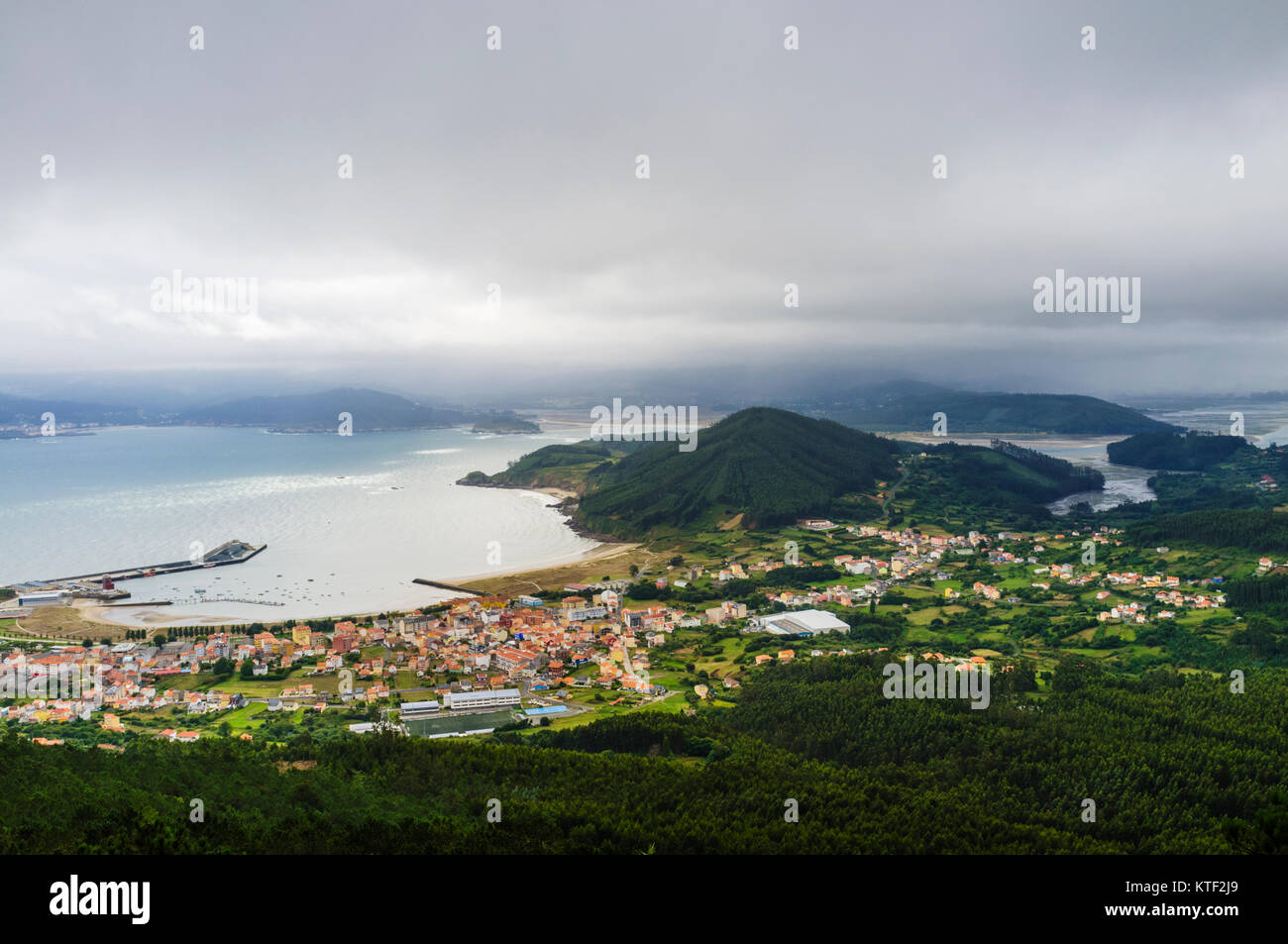 Overview of Cariño village and the estuary Ría de Ortigueira y Ladrido. Ortigueira village in background. - Stock Image