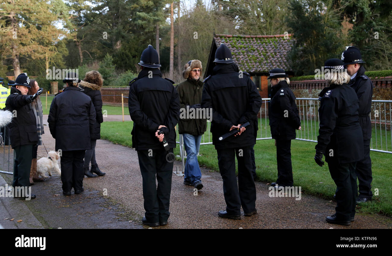 Norfolk uk 24th dec 2017 a line of police officers greet people a line of police officers greet people wanting to see the royal family at the st mary magdalene church sunday morning service on christmas eve m4hsunfo