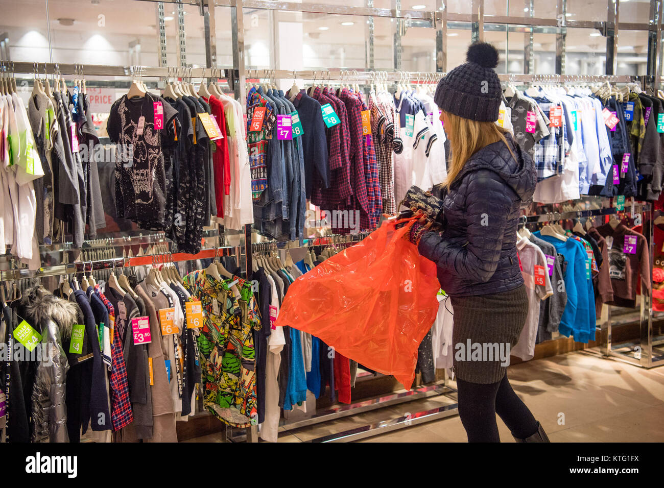 Aberystwyth Wales UK. Boxing Day,  Tuesday 26 December 2017  Hundreds of people looking for bargains on clothes Stock Photo