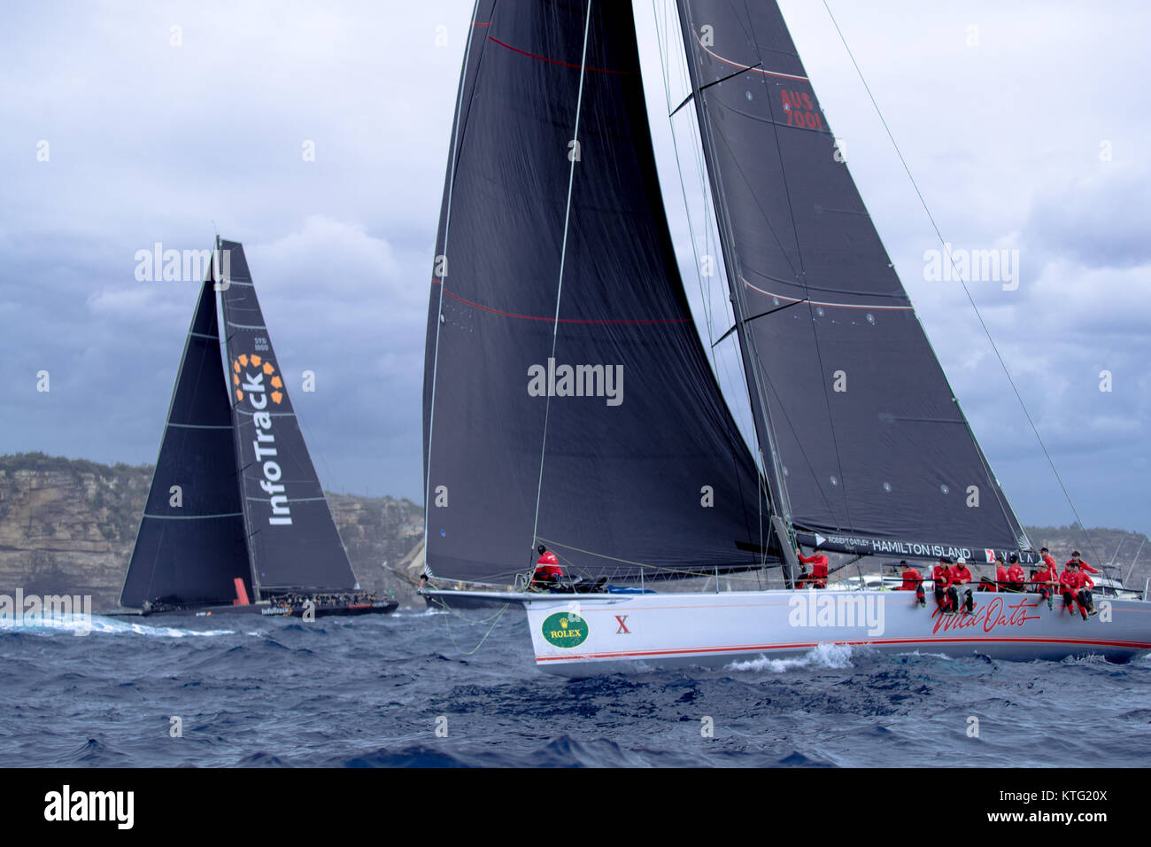 Sydney, Australia. 26th December 2017. Rolex Sydney to Hobart Yacht Race 2017. Outside the heads the boats become - Stock Image