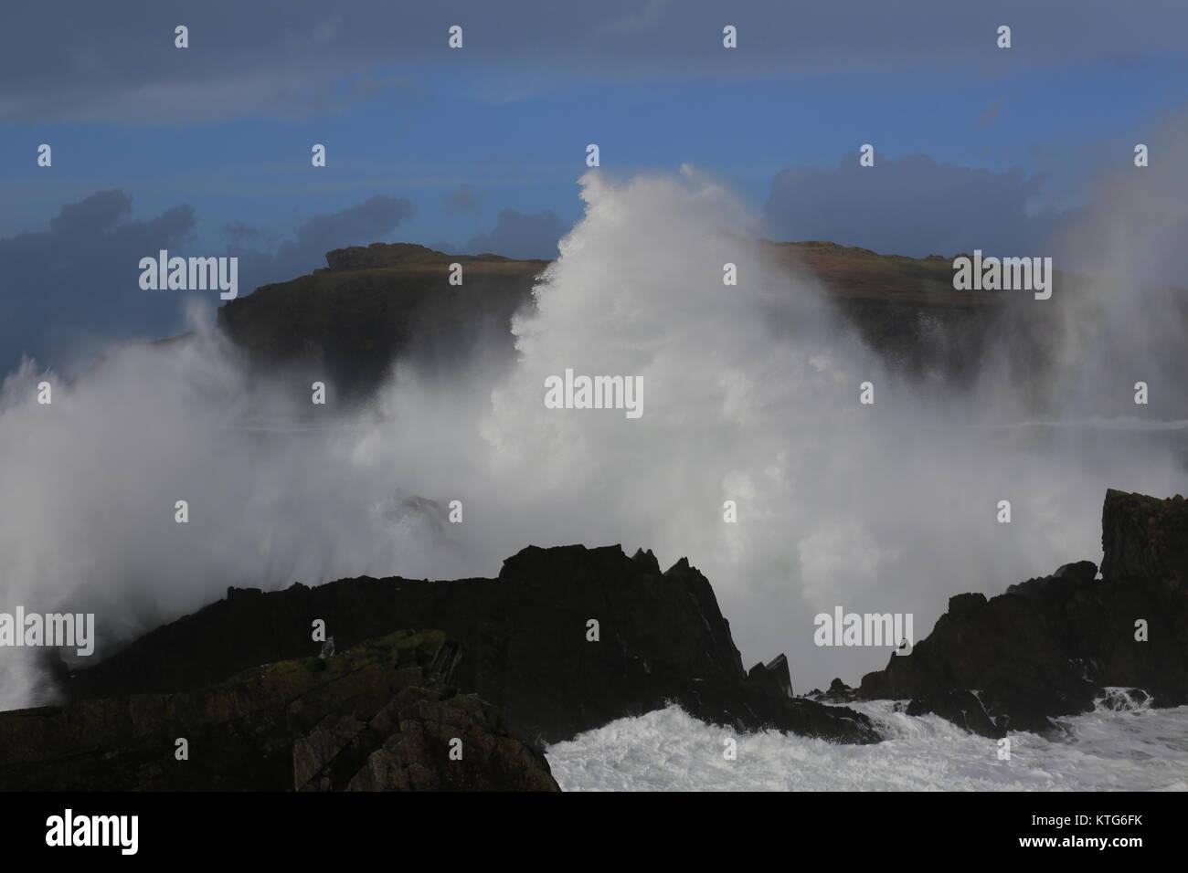 Large waves smashing against the shoreline in Ireland - Stock Image