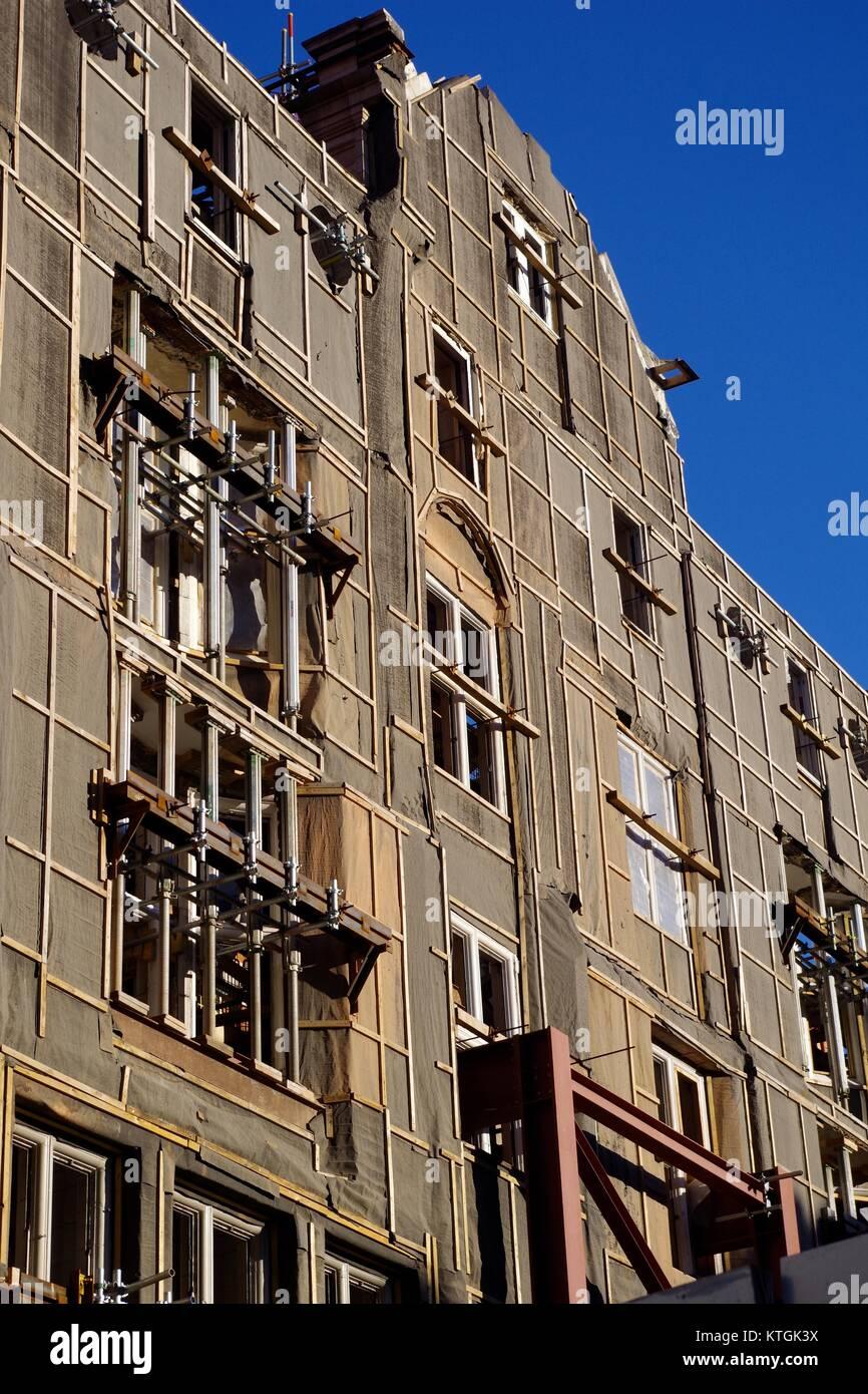 False facades 80