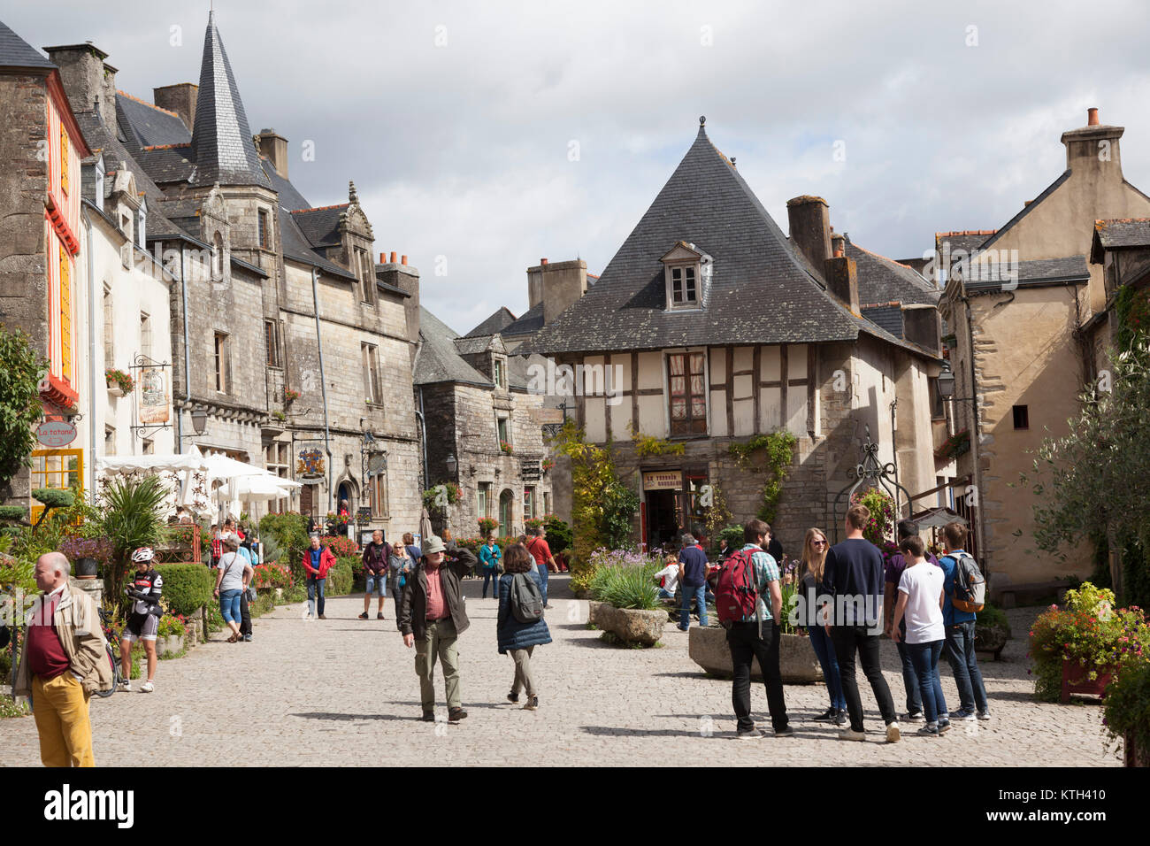 The square of the well, in Rochefort en Terre (Brittany - France). Ranked as the 2016 France's most beautiful - Stock Image