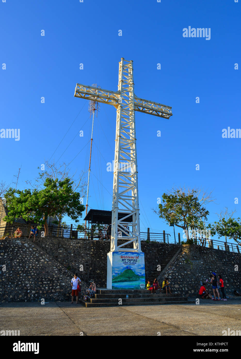 Palawan, Philippines - Apr 11, 2017. The Cross on the top of mount Tapyas in Coron Islands, Palawan, Philippines. - Stock Image