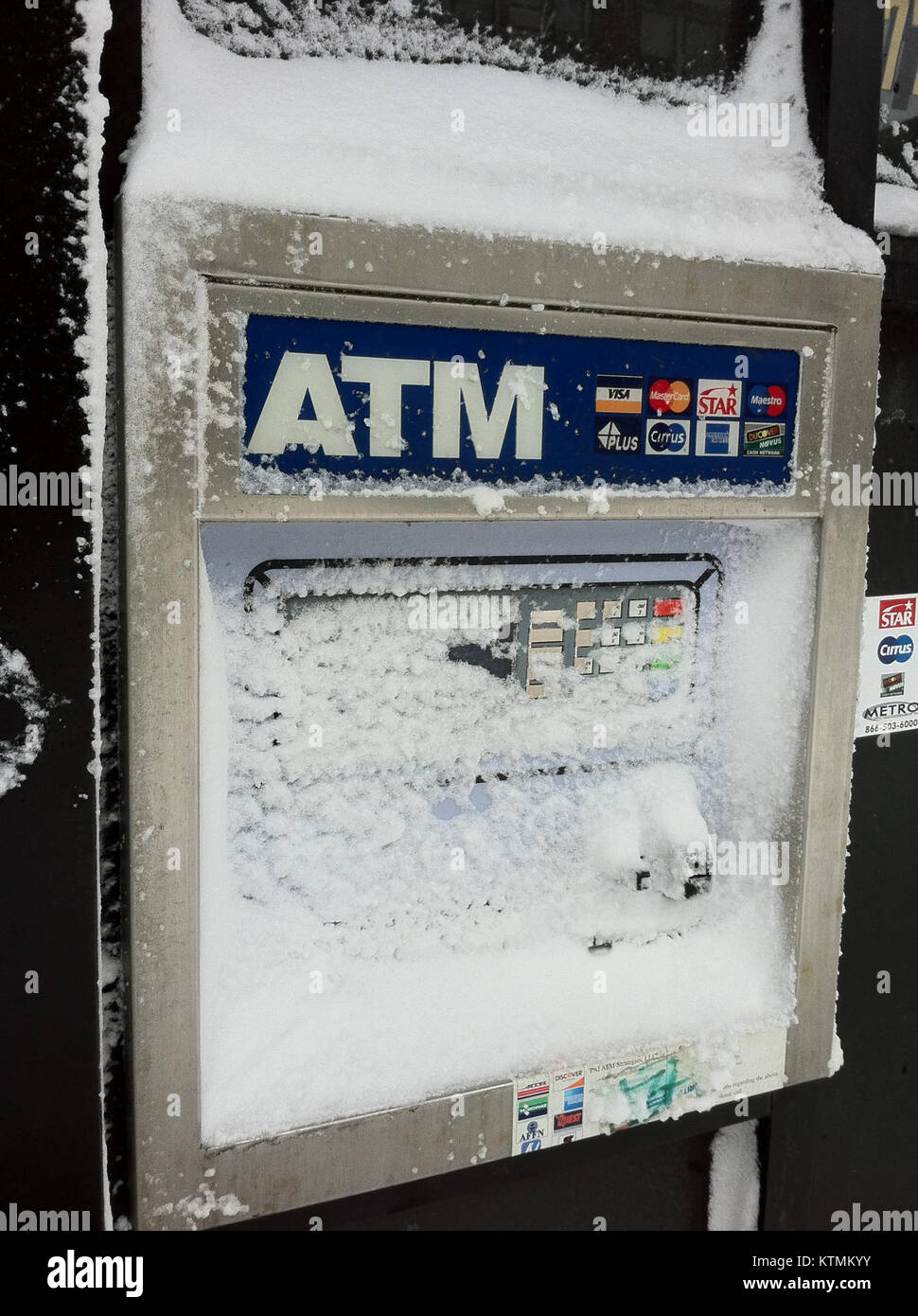 ATM Snowed Out Chicago Feb 2 2011 storm - Stock Image