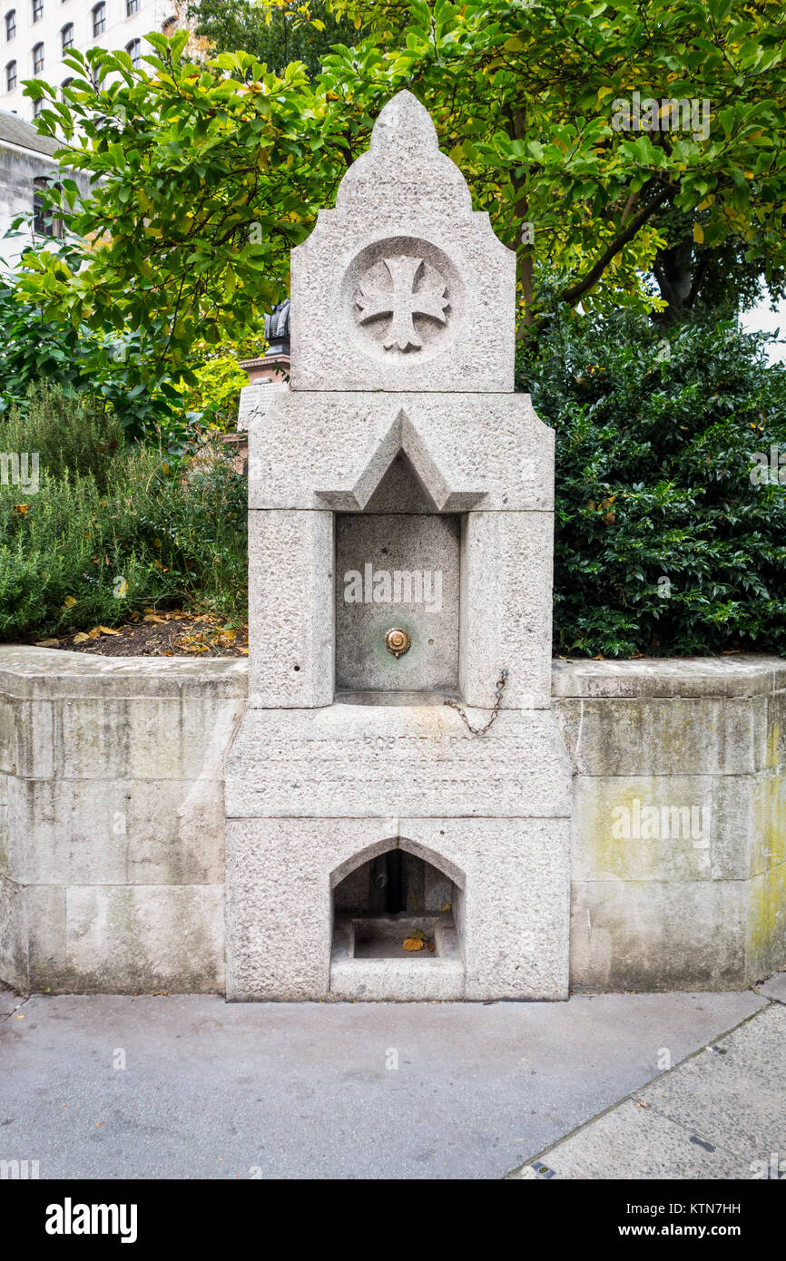 Robert H. Rogers Drinking Fountain, Corner of Aldermanbury and Love Lane, City of London, UK 1890 - Stock Image